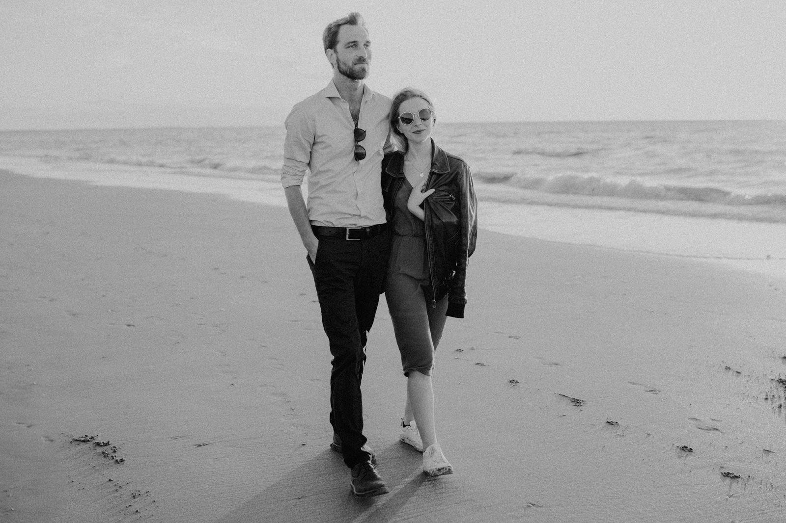 couple rock fun plage danser liberté