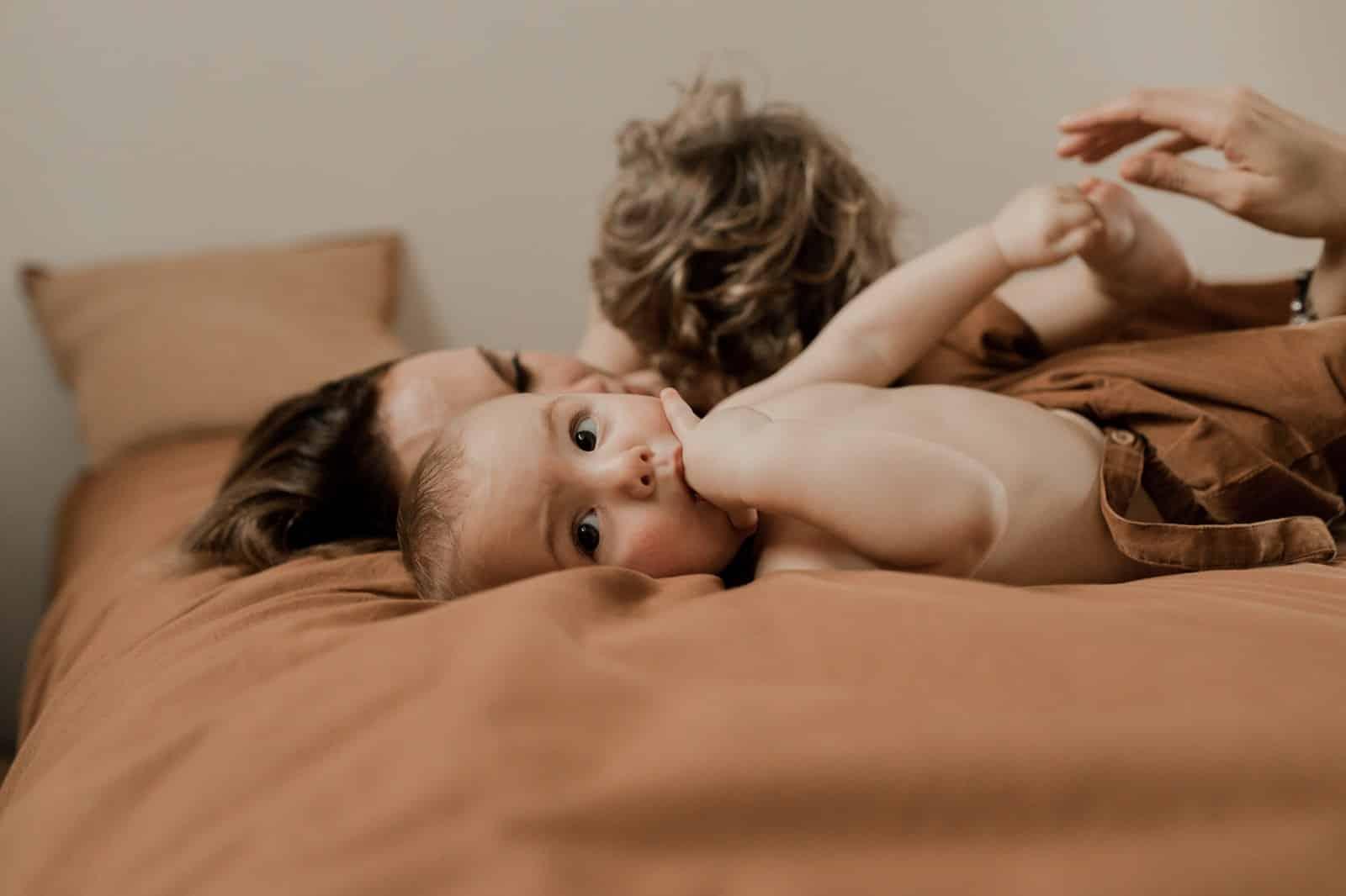photographe vidéaste allaitement maman à caen normandie studio